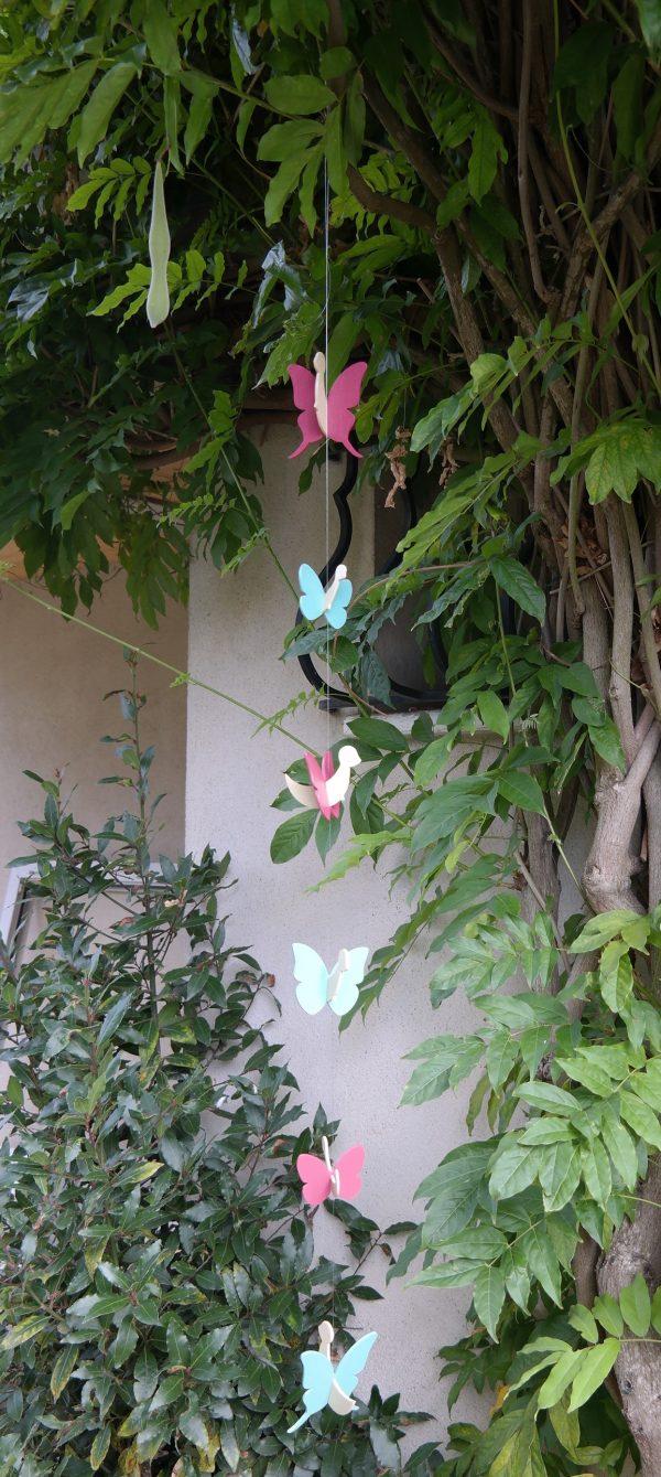 Guirlande de papillons pour accrocher à une tringle à rideaux par exemple.
