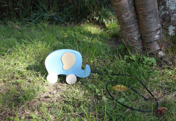 Éléphant en bois à tirer, bleu Aztèque et beige Savane