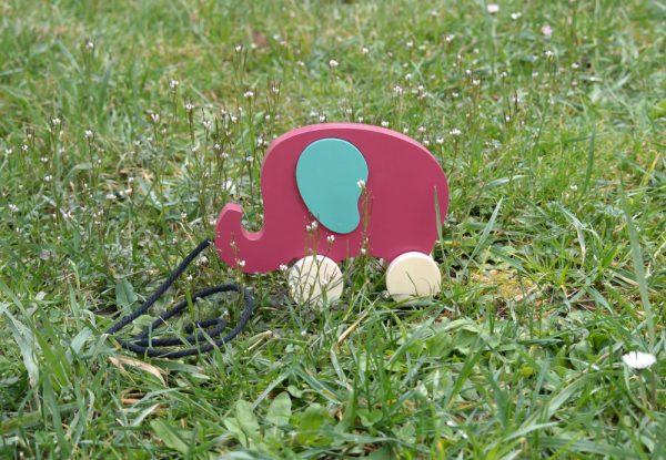 Éléphant en bois à tirer, rose Baroque et vert Martin Pêcheu