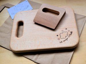 planche et couteau en bois de hêtre